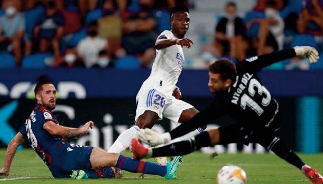 Surpris par Levante, le Real peut remercier Vinicius