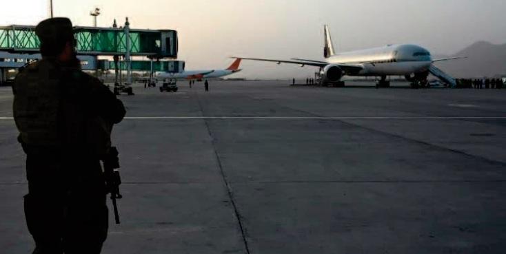 Un vol commercial a atterri à Kaboul