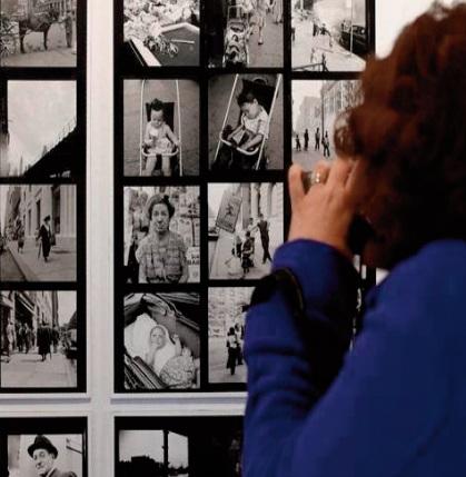 De l'ombre à la lumière, la photographe Vivian Maier célébrée à Paris