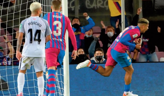 Liga: Le Barça évite le pire grâce à Araujo