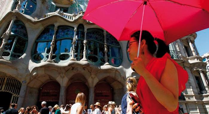 Victime de son succès touristique, Barcelone ne veut pas perdre son âme