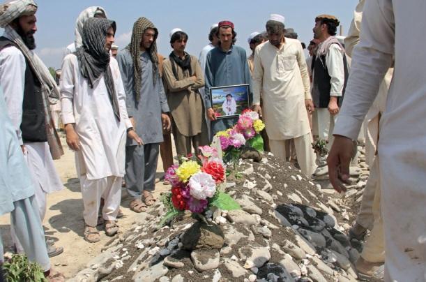 Le chef des talibans, le mollah Omar, soutient les négociations avec Kaboul