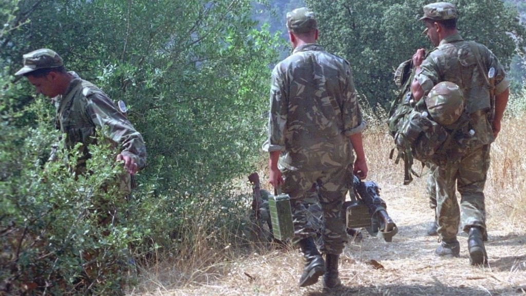 Quatorze  soldats algériens périssent dans une embuscade au sud  d'Aïn-Defla