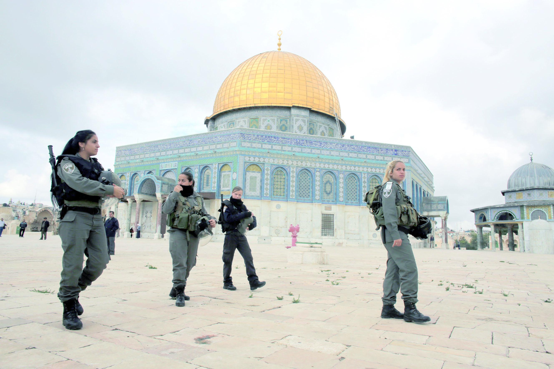 La police  israélienne entre dans la mosquée d'Al-Aqsa  à Jérusalem