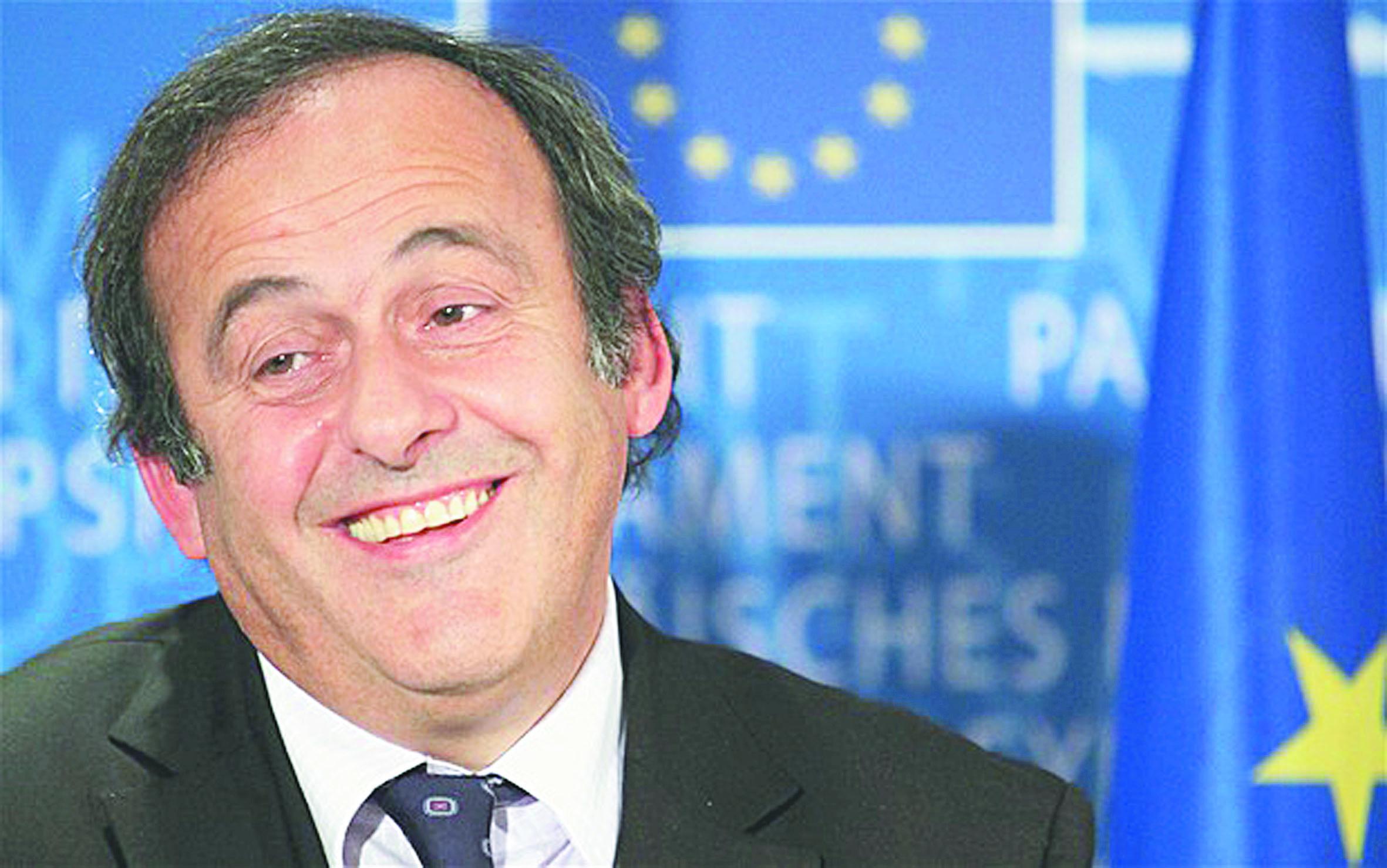 Michel Platini se porte candidat  à la présidence de la Fifa