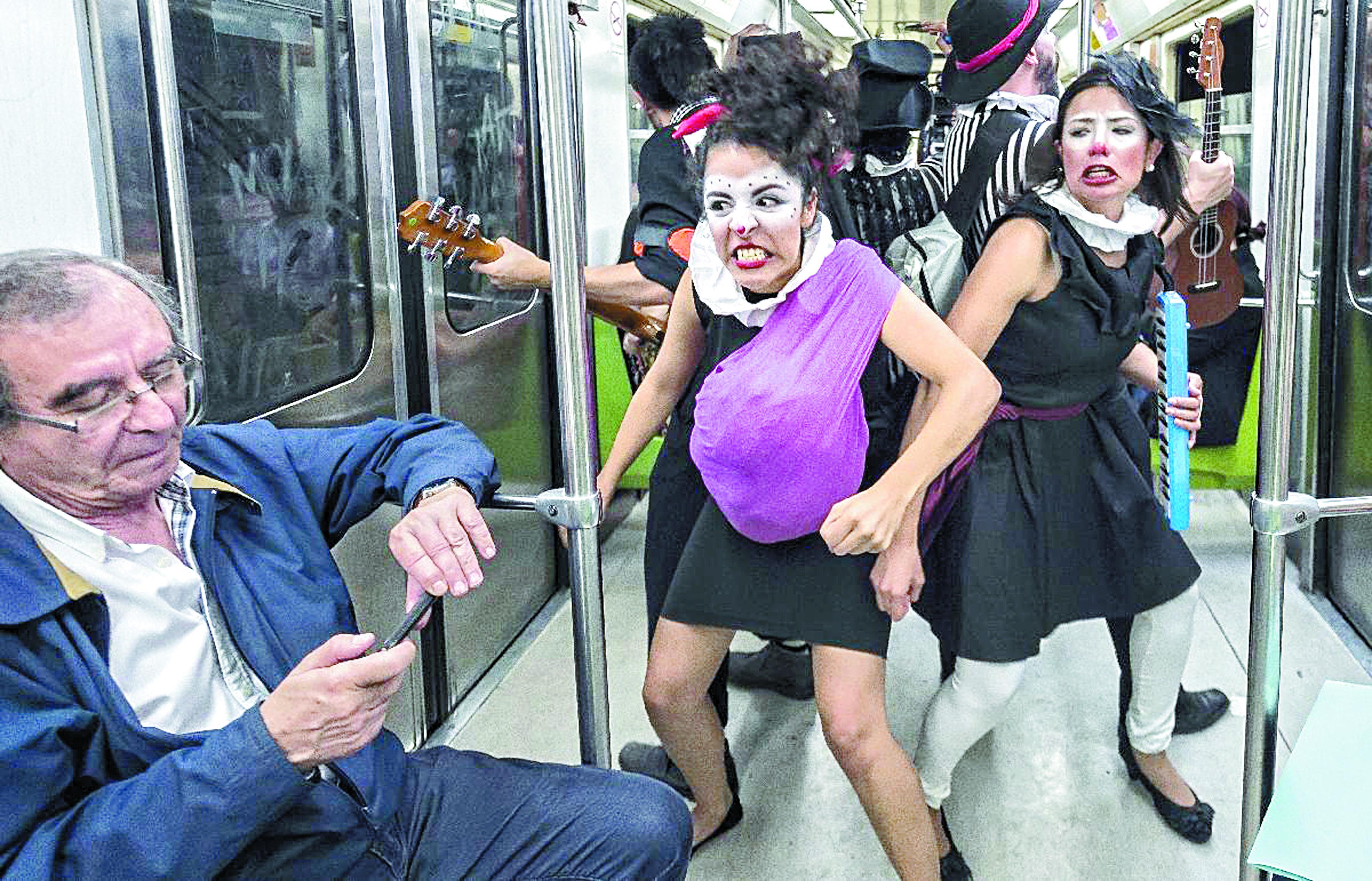 A Mexico, un catcheur et des clowns pour adoucir le cauchemar urbain