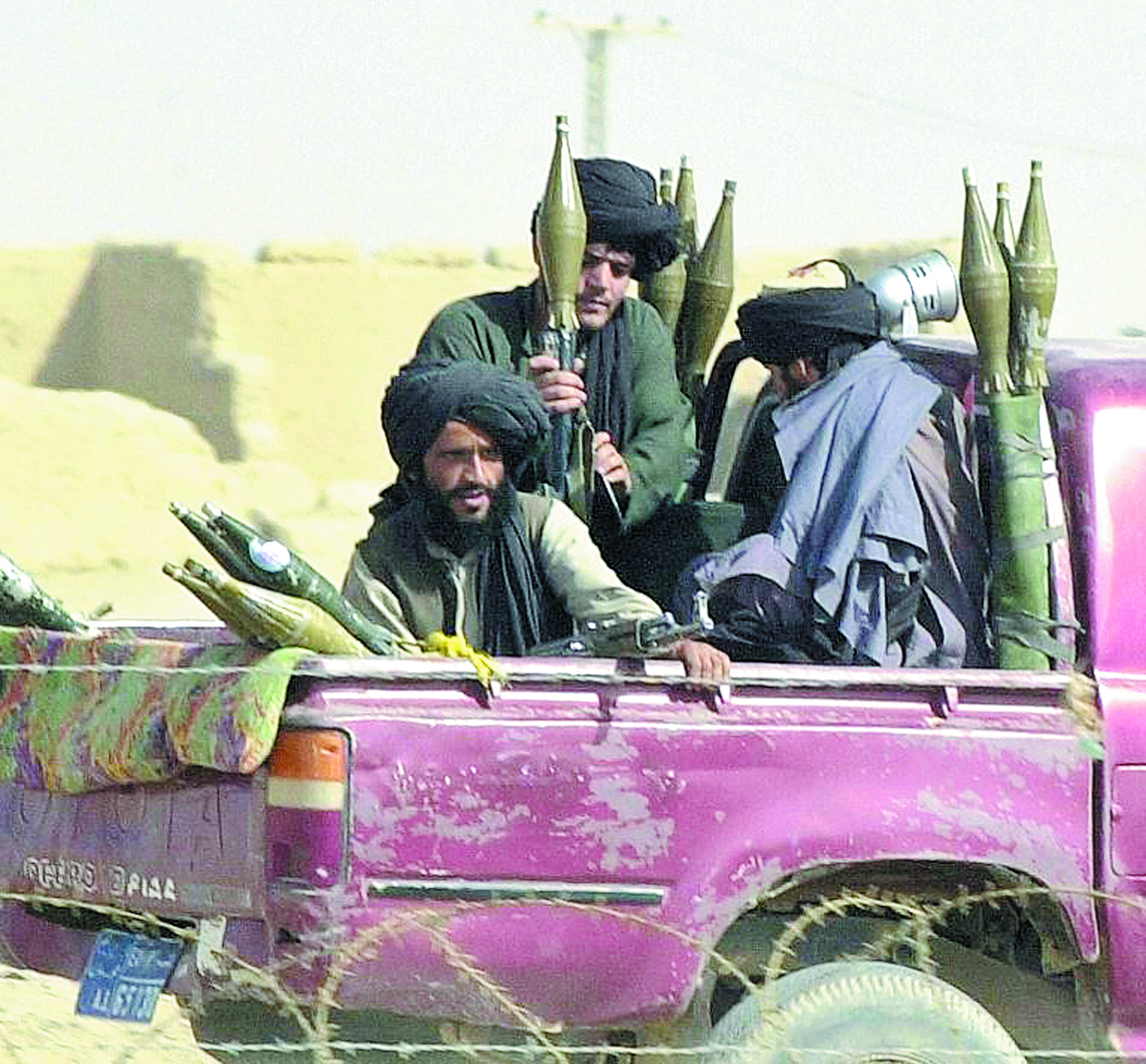 Le mollah Mansour, bras droit du mollah Omar, lui succède à la tête des Talibans afghans
