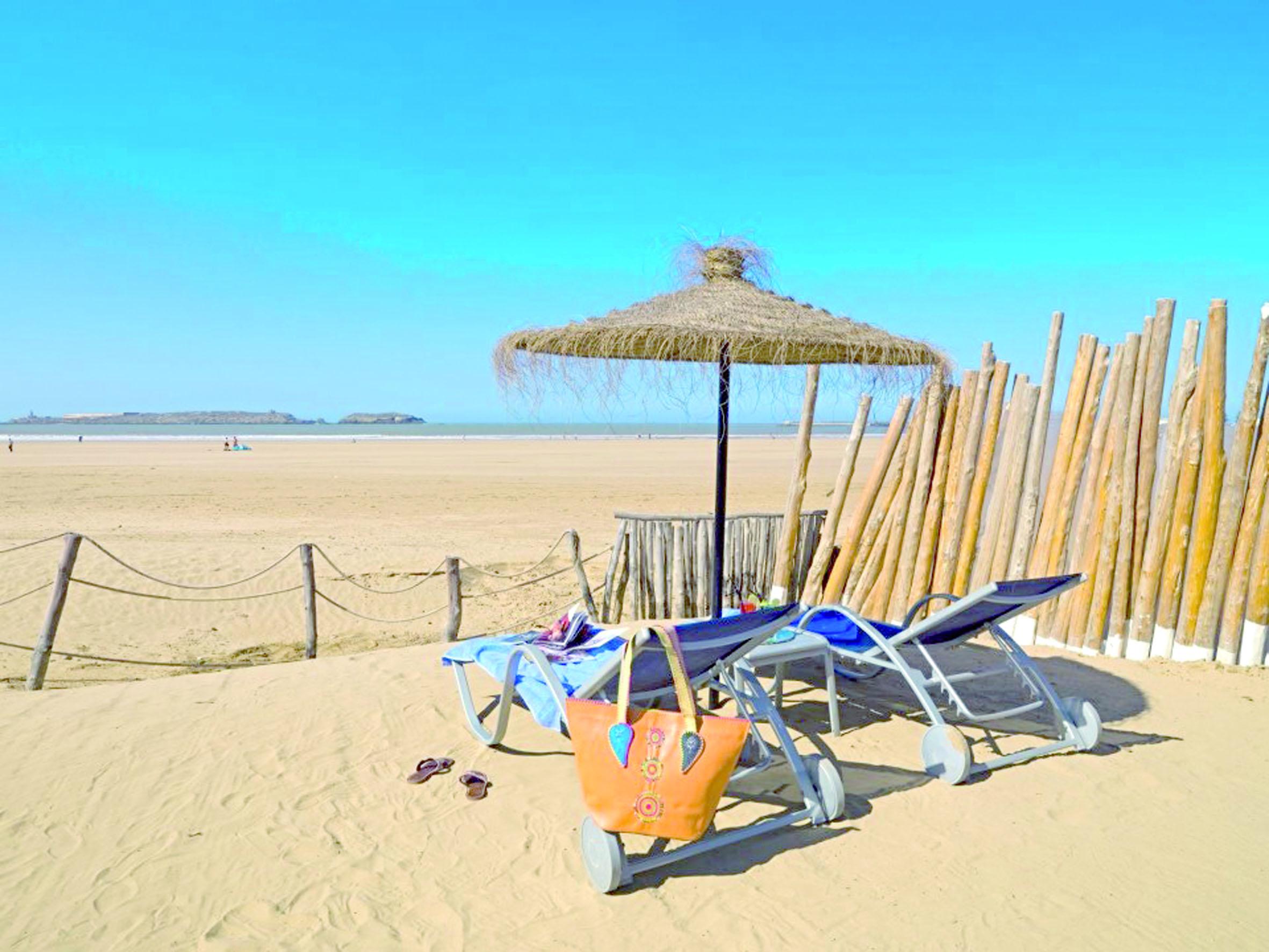 La plage d'Essaouira prise  d'assaut par les parasols du privé