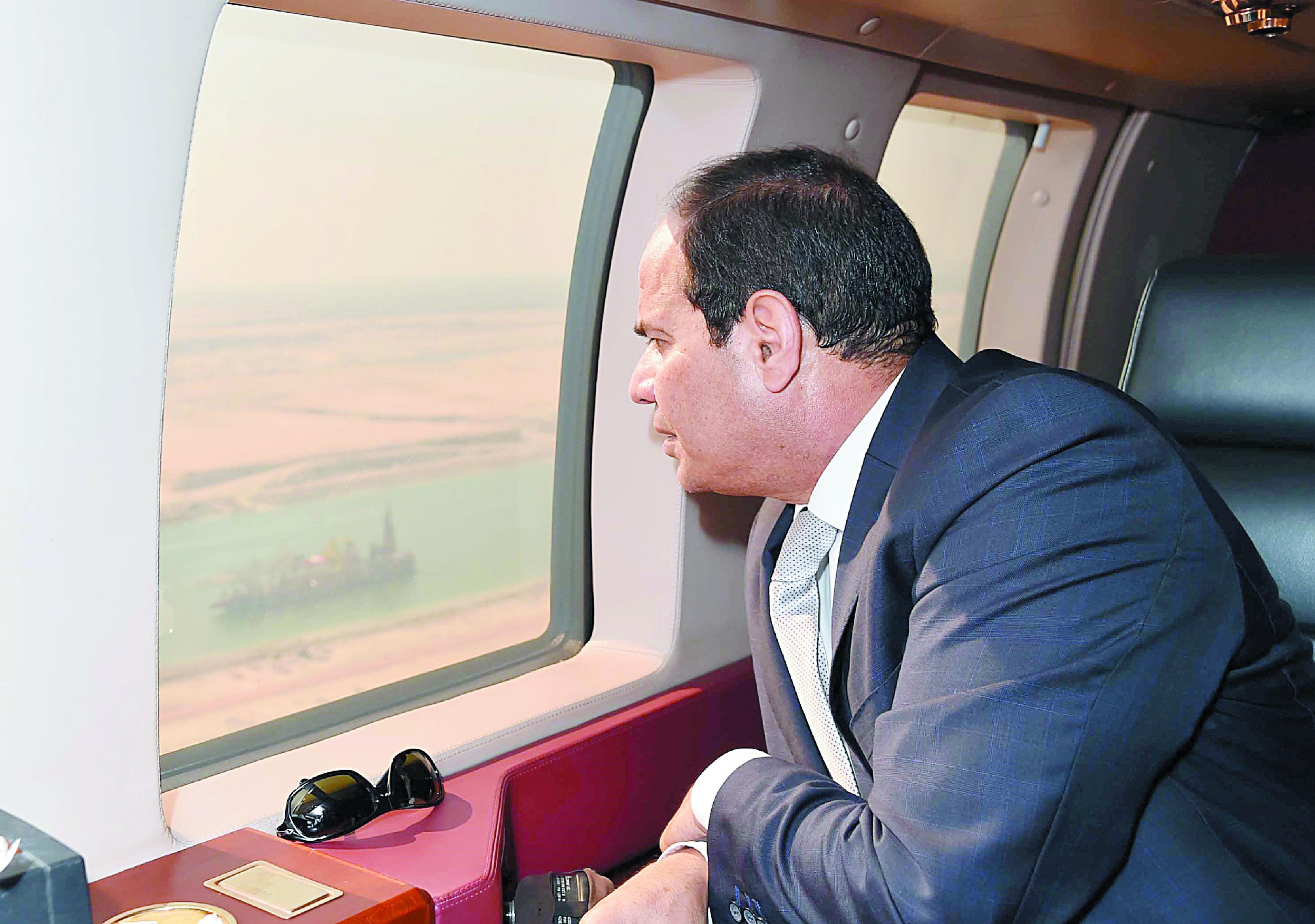 """Sissi inaugure le """"nouveau"""" canal de Suez en grande fanfare"""