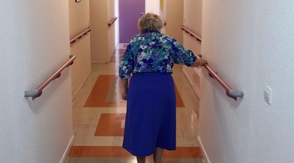Les femmes avec de légers problèmes cognitifs sombrent plus vite dans la démence