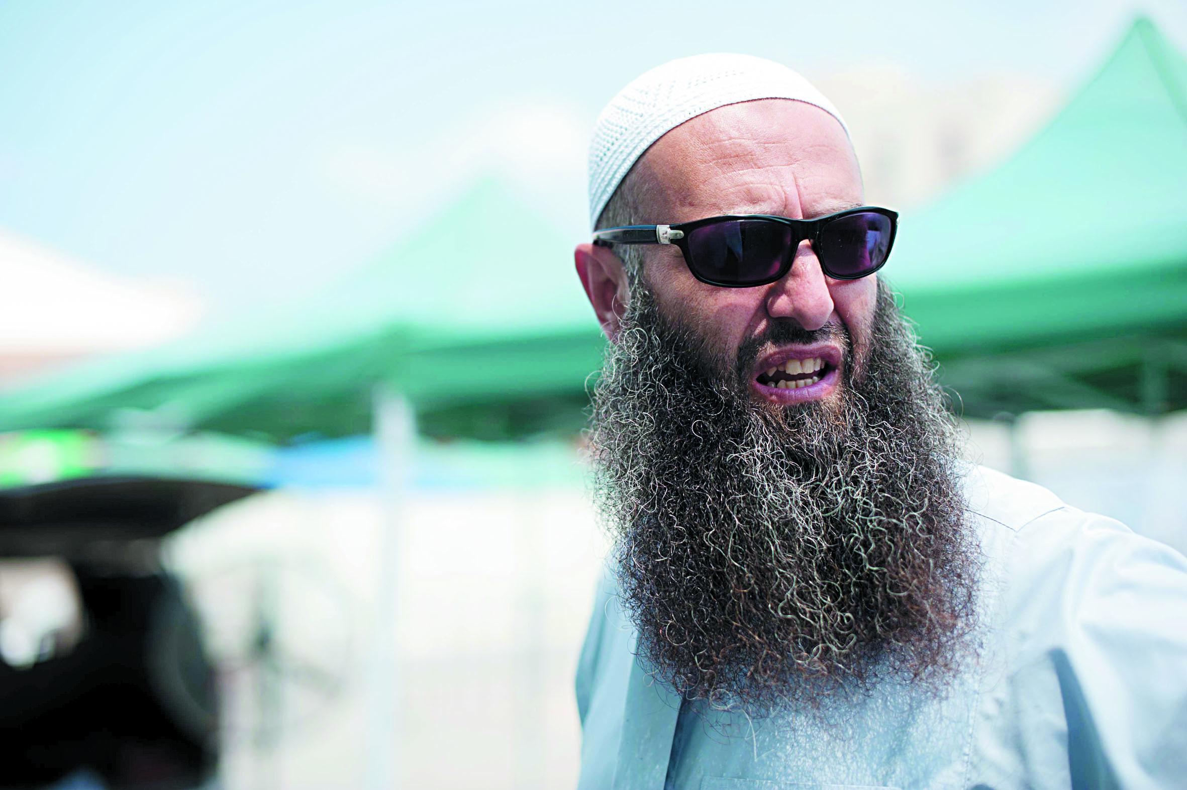 Ahmad al-Assir, cheikh radical sunnite libanais, arrêté à l'aéroport  de Beyrouth