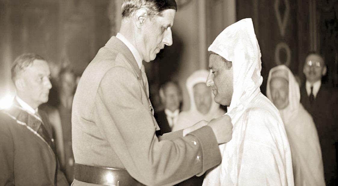 S.M Mohammed V fait Compagnon de la Libération par le général Charles de Gaulle.