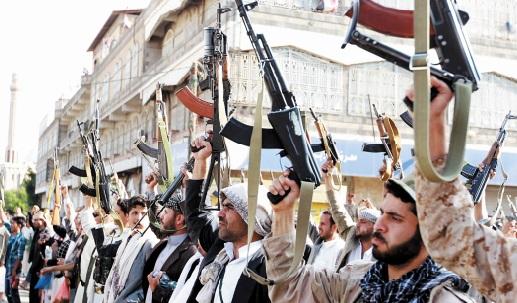 Le drapeau d'Al-Qaïda flotte sur le port d'Aden
