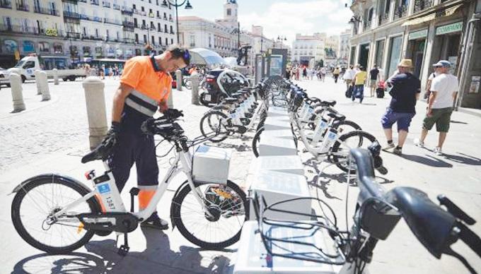 Pour remonter la pente, Madrid mise sur le vélo électrique