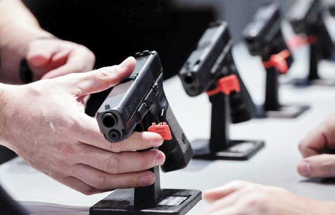 Aux Etats-Unis, c'est près d'une arme à feu par habitant et autant de lois que d'Etats