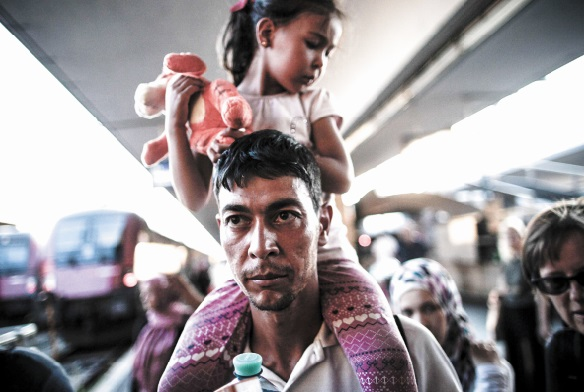 La Hongrie bloque à nouveau les migrants et fait évacuer la gare de Budapest