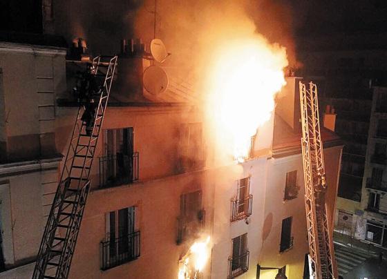 Huit morts dont deux enfants dans l'incendie d'un immeuble à Paris