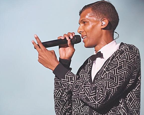 Stromae chante dans le métro à New York mais les gens s'en fichent