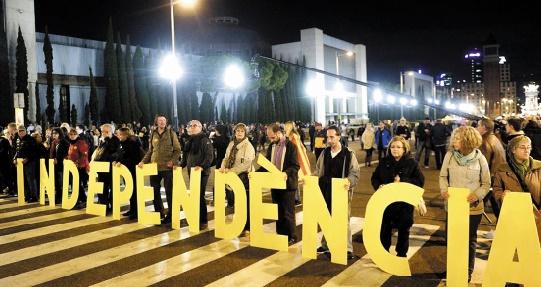 Les indépendantistes catalans se mobilisent avant le vote crucial des régionales