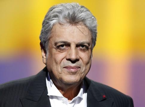 Enrico Macias opéré d'urgence après une chute violente
