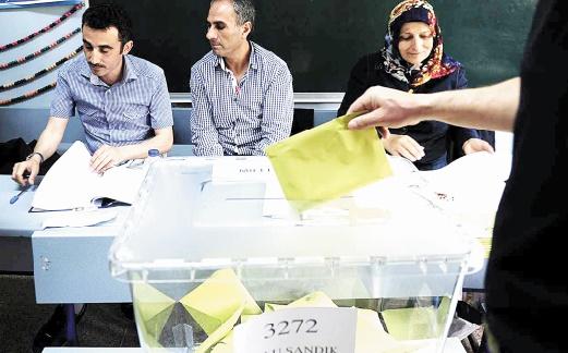 """Le déclin """"inquiétant"""" de la liberté de la presse avant les élections en Turquie"""