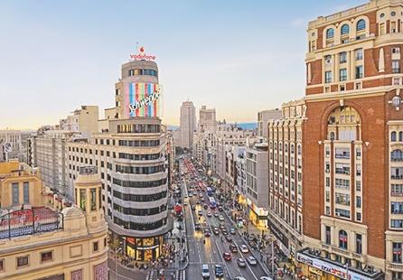 L'Espagne table sur la visite de 68 millions de touristes à fin 2015, un record