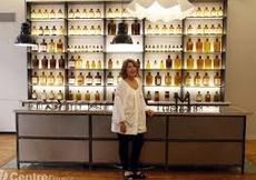 Flacons anciens et alambics, le parfum se révèle dans un nouveau musée à Paris