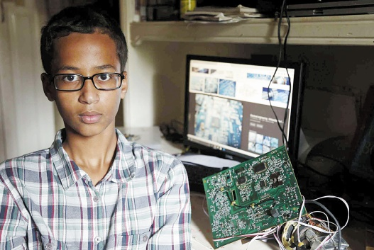 Ahmed, 14 ans, arrêté au Texas pour une horloge bricolée à la maison