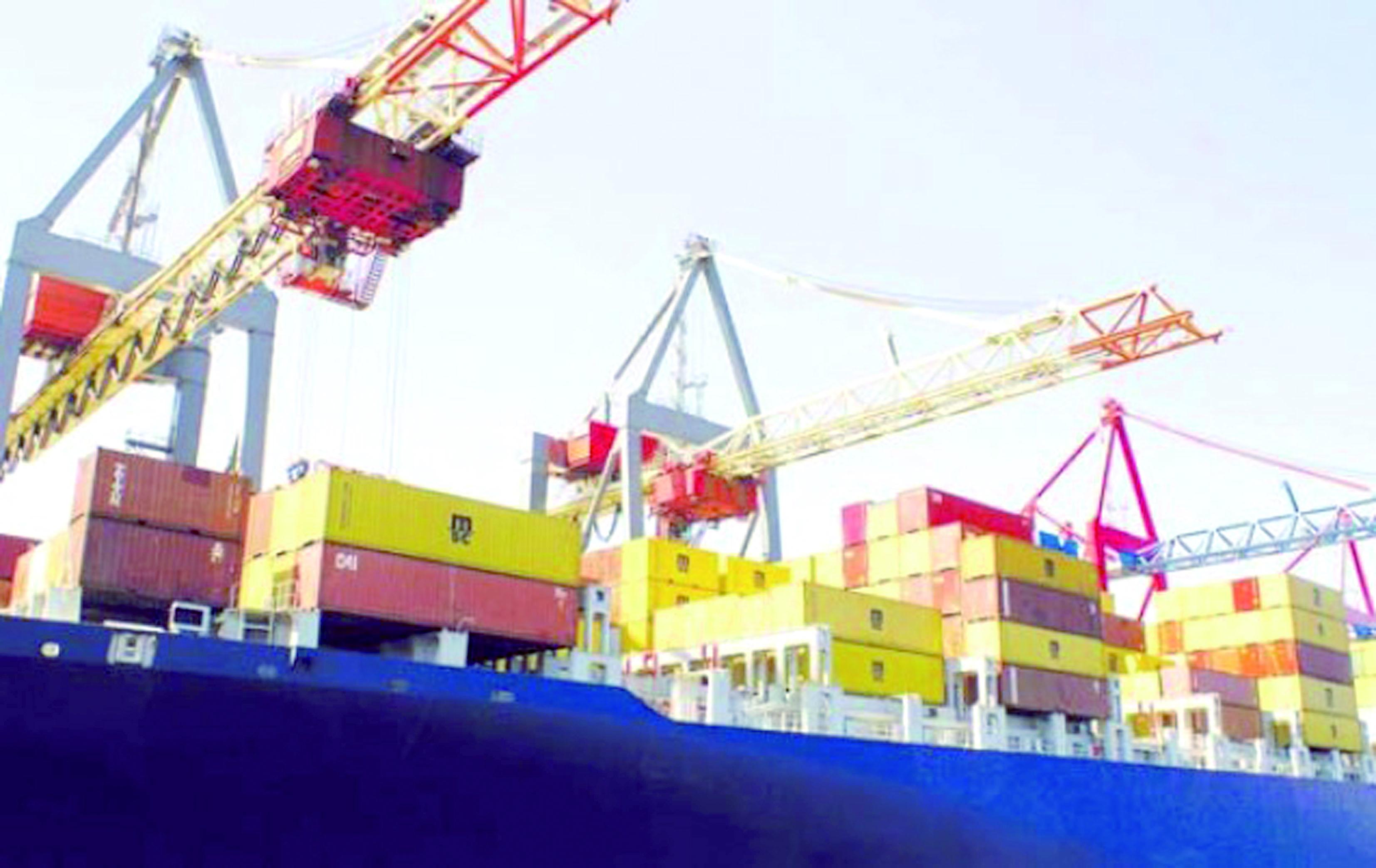 Le déficit commercial poursuit son allègement