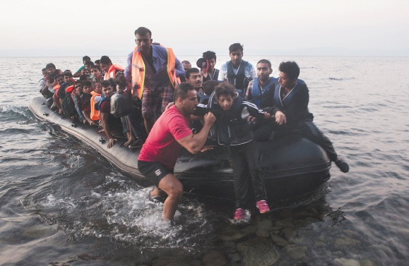 Les migrants poursuivent leur marche laborieuse vers l'Europe