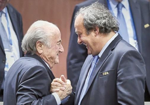 La commission d'éthique de la Fifa appelée à enquêter sur Blatter et Platini