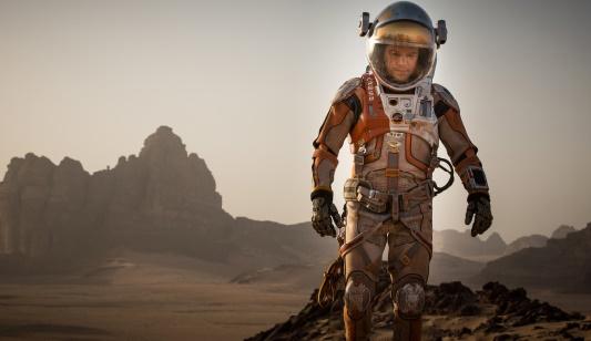 """""""Seul sur Mars"""" attire les foules et prend la tête du box office"""