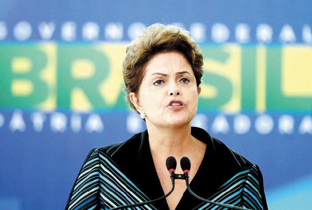 Au Brésil Dilma Rousseff fragilisée par une double menace de destitution