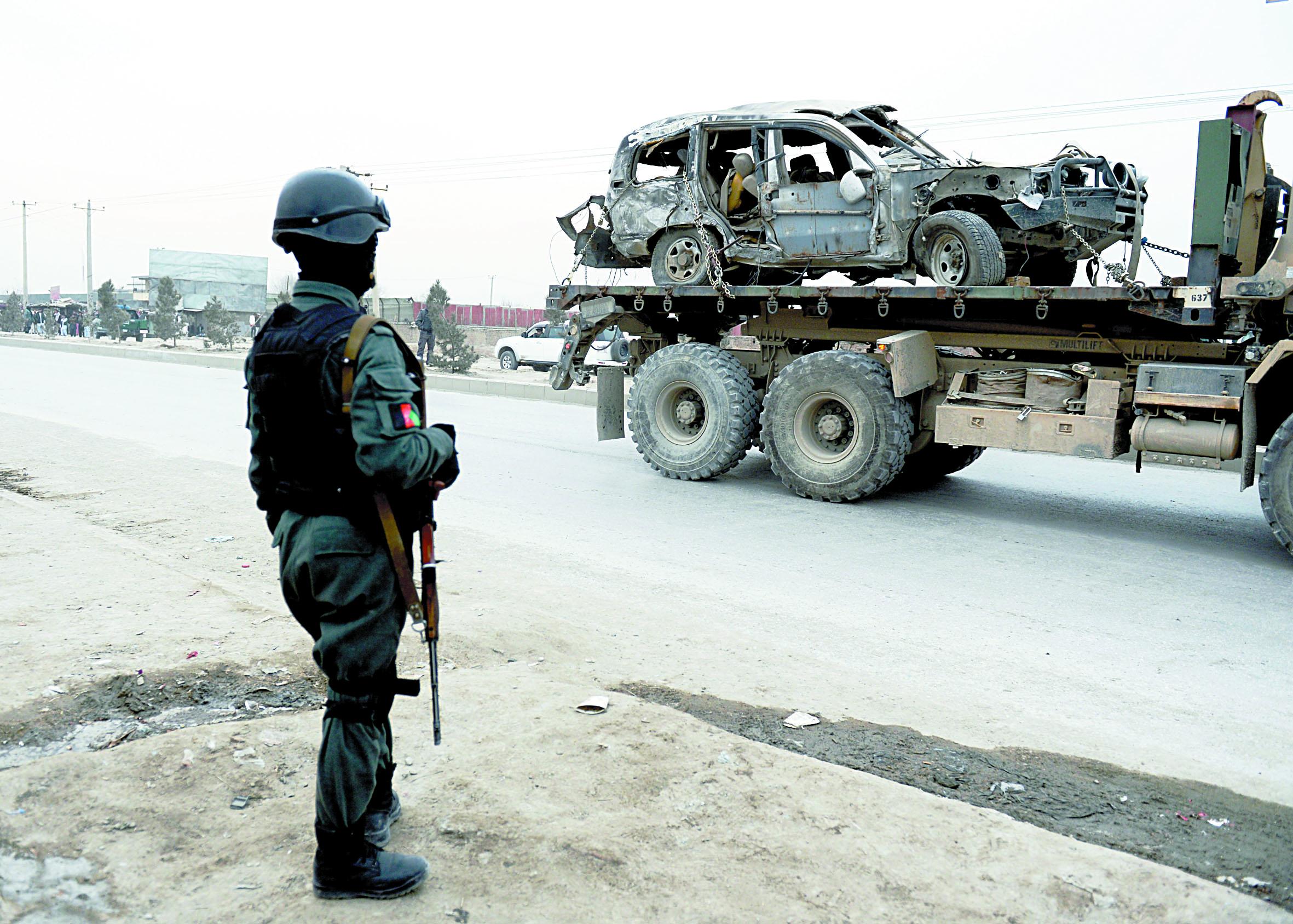 Un convoi de l'Otan visé par un attentat suicide à Kaboul