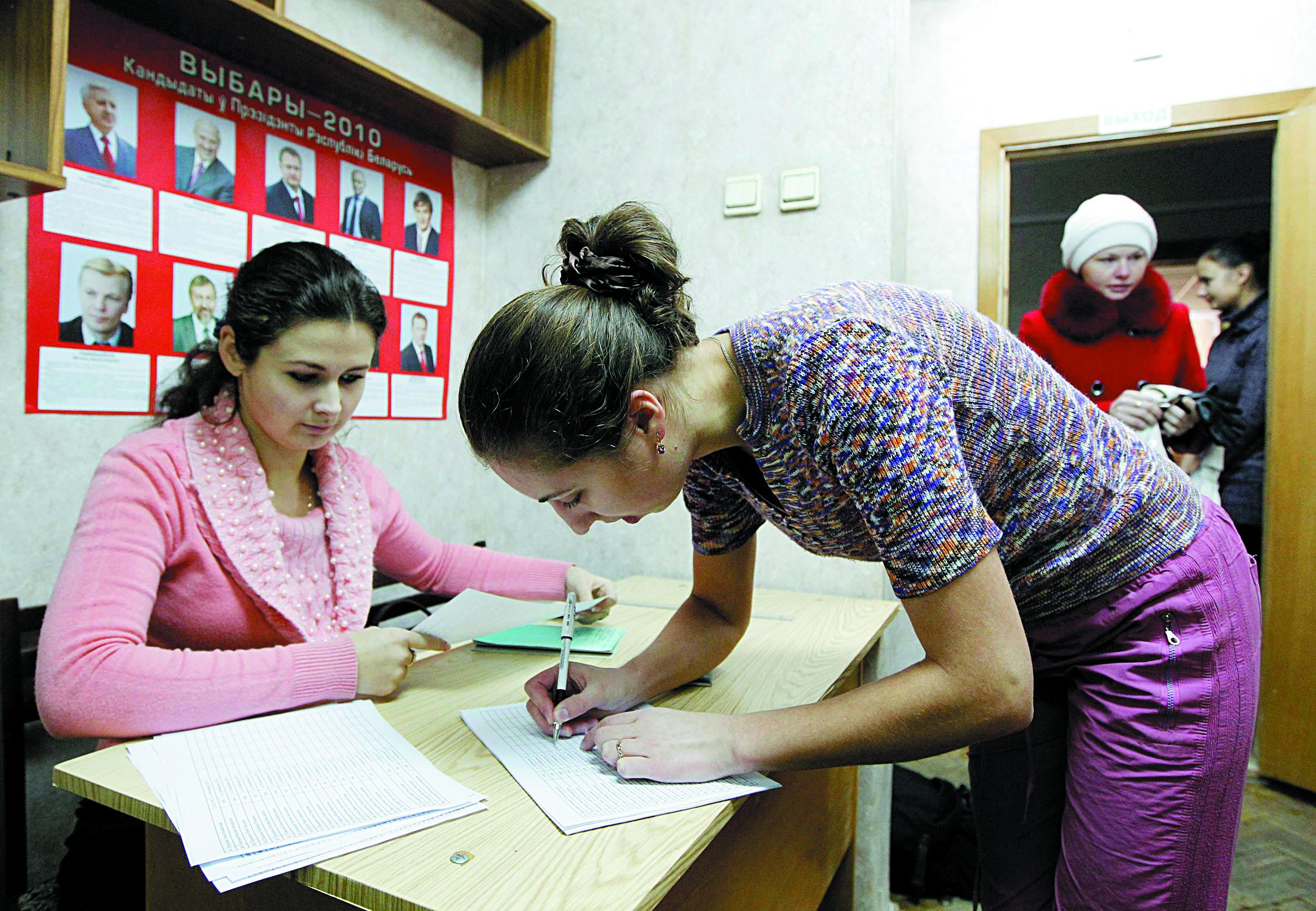 Les Bélarusses  aux urnes pour élire leur président