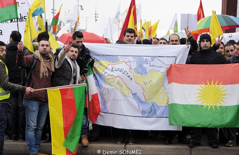 Kurdes et Arabes créent les Forces démocratiques de Syrie