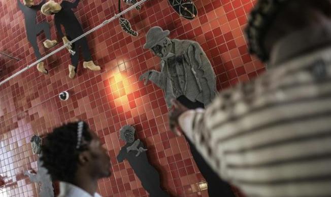 Pain avarié et bouse, ou l'art du recyclage par des artistes de Soweto