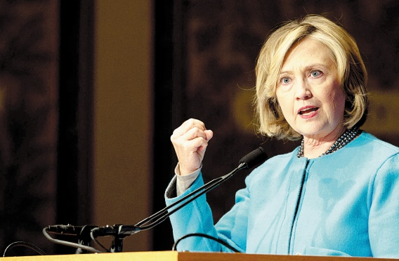 Hillary Clinton en position de favorite lors du premier débat démocrate