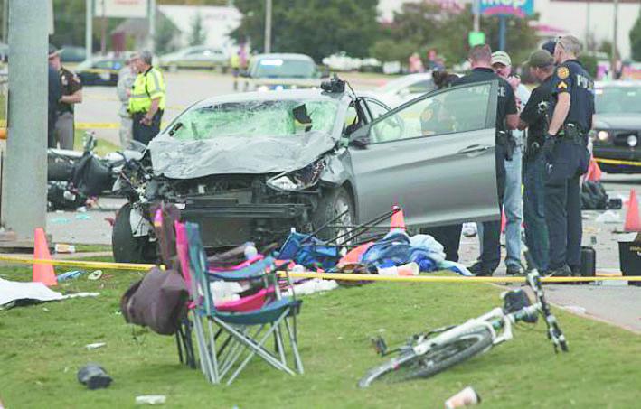 Une voiture fonce sur la foule dans l'Oklahoma