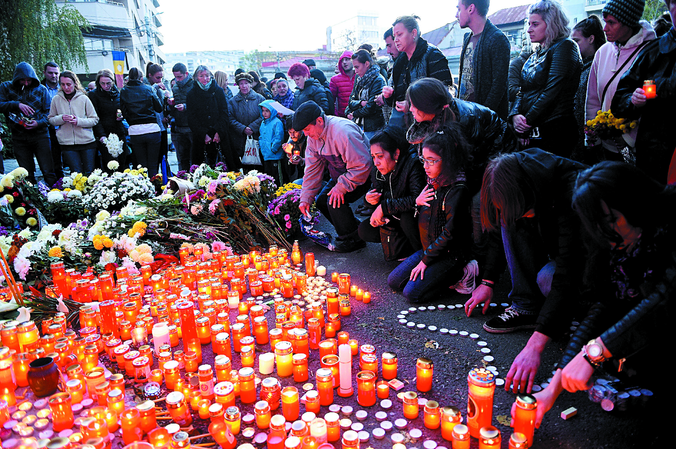 """De nombreuses """"irresponsabilités"""" mises en cause dans l'incendie de Bucarest"""