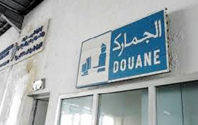 Des douaniers essuient les tirs de contrebandiers à un check-point dans la région de Fès