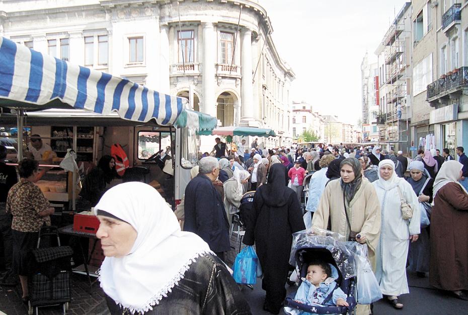 Vent de panique à Bruxelles : Le quartier de Molenbeek dont l'essentiel de la population est d'origine marocaine fait l'objet de fouilles intenses