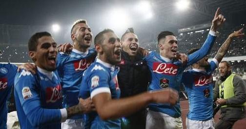 Naples renverse l'Inter et s'installe en tête du calcio