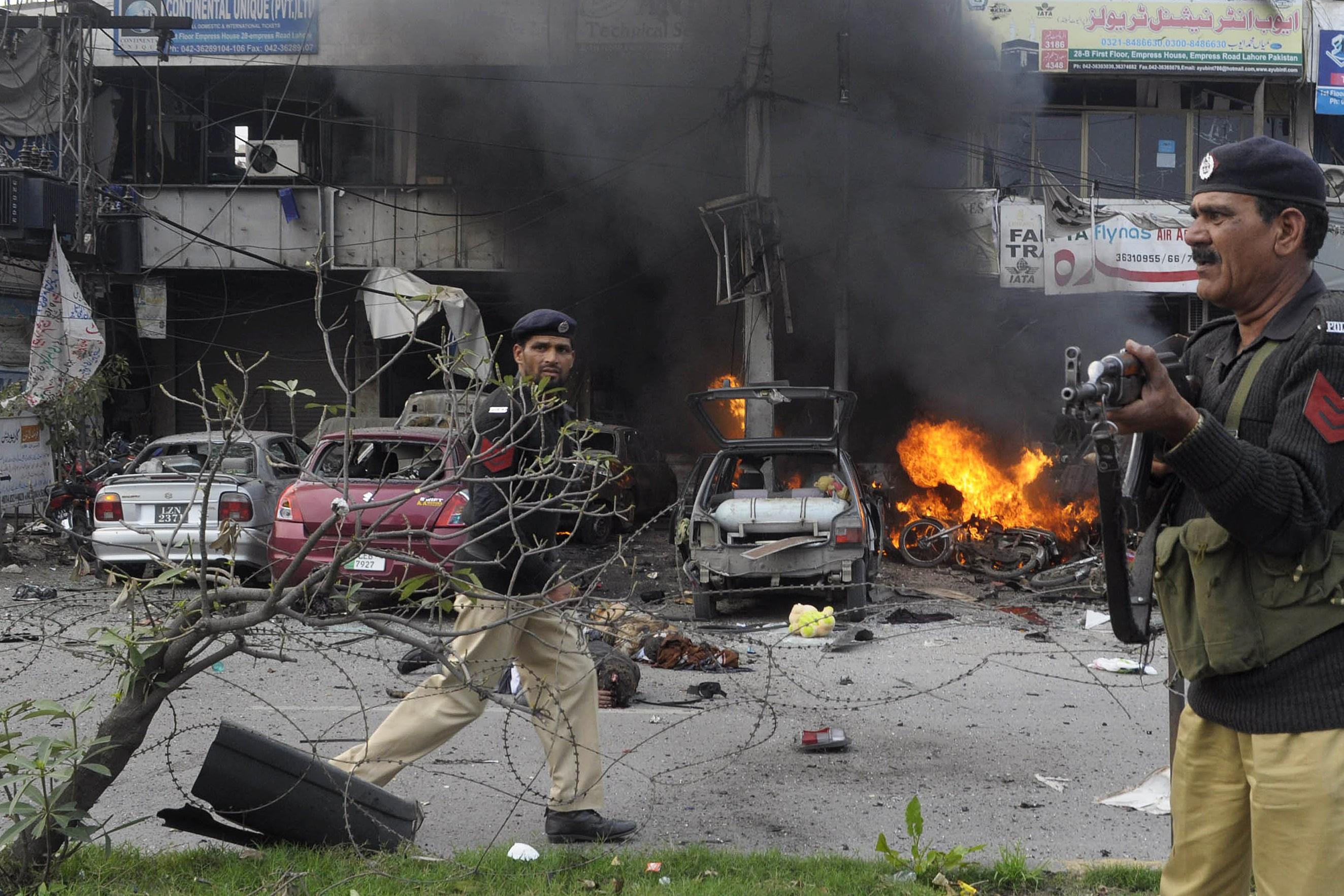 Au moins douze morts dans un attentat au   Pakistan