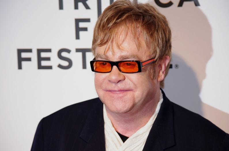 Le premier job des stars : Elton John