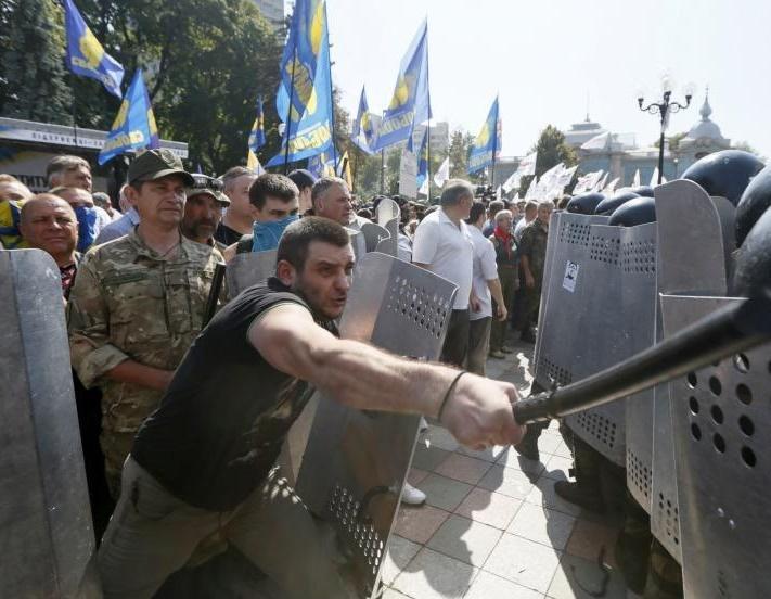L'Ukraine accuse les rebelles de ne pas respecter la nouvelle trêve