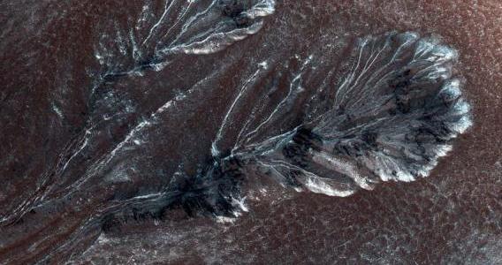 La piste de l'eau liquide sur Mars écartée par des chercheurs
