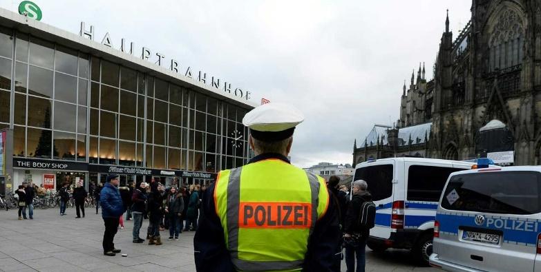 La police de Cologne précède à des vérifications sur les suspects