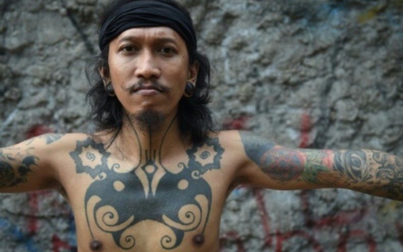 La nouvelle vie des tatouages tribaux d'Indonésie