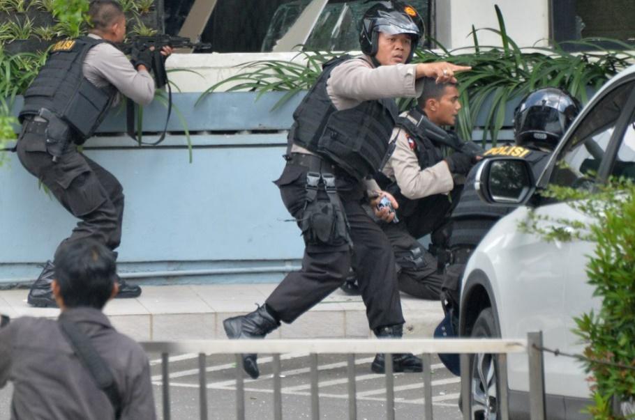 """Attaques """"terroristes"""" dans le centre de Djakarta"""